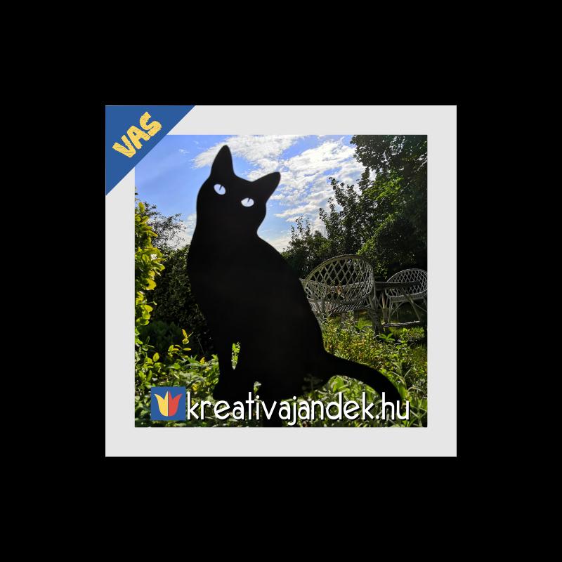 fémből készült macska